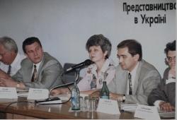 Круглий стіл за участі В. П. Щербання, Т. А. Кисельової та О. Разумкова. 12 червня 1997 року.